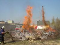 Školení – Dozor nad pálením a hašení pěnou – 18.4.2008 – areál TOS Čelákovice – foto č. 9/25