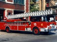 """7. Tento 1972 Mack """"CF"""" / 100′ Pirsch Ladder je velmi podobný Žebříku 5, který byl použit jako Ladder 46 ve filmu."""