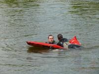 Výcvik na vodě – 10-12.6.2011, Veltrusy – Záchrana tonoucího pomocí nafukovacího lehátka