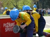 Družstvo mladších z SDH Brandýs nad Labem při požárním útoku – Memoriál Ladislava Báčí – 25.4.2015 – foto č. 13/41